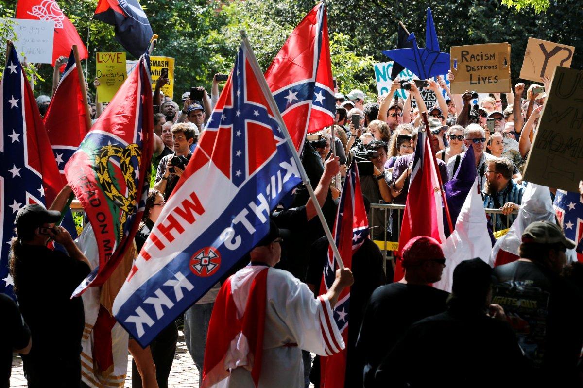 Klan members rally against removal of General Lee statue inVirginia