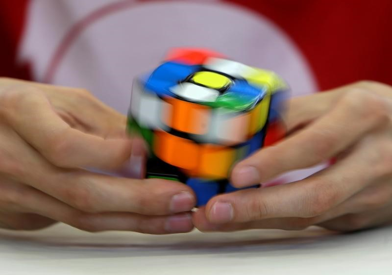 "Rubik's Cube maker sues Duncan Toys, Toys ""R"" Us over knock-off cube"